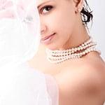visage et voile de la mariée